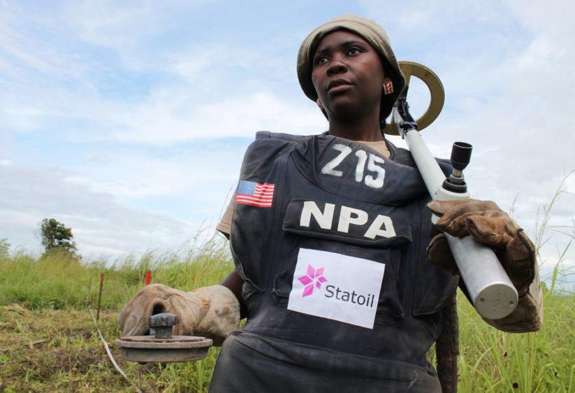 Humanitaer nedrustning i Angola inter img 925x632
